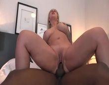 Pornozão xvideos com loira cavala dando pra negão