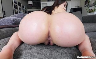 Vídeo sexo beeg anal branquinha cavala com cuzão bonito metendo fácil