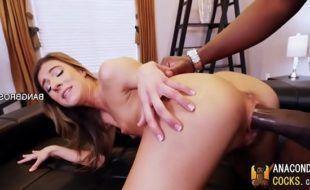 Sexo doido porno negão comendo ninfeta gostosa de quatro