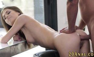 Vidios pornô anal com novinha magrinha sendo fodida e gozada